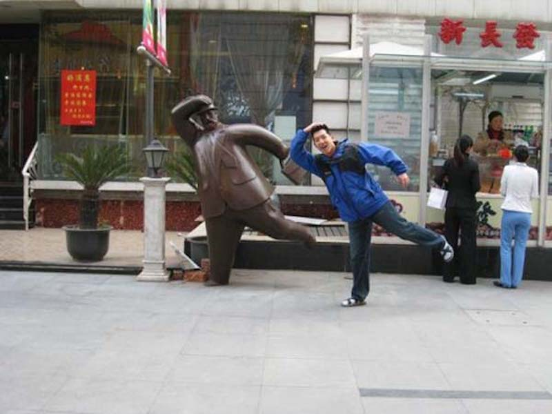 Pranks with Statues 12